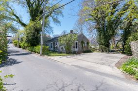 11 West Dover Street, Nantucket, MA, USA Town   sale