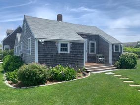 26 East Lincoln Avenue (25 North Beach Street)|Brant Point | rent