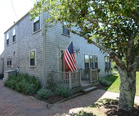 66 Easton Street|Brant Point | rent